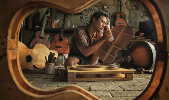 Repairer, Luthier